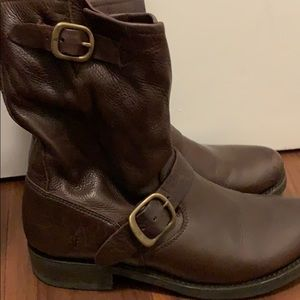 Frye Veronica short leather boots